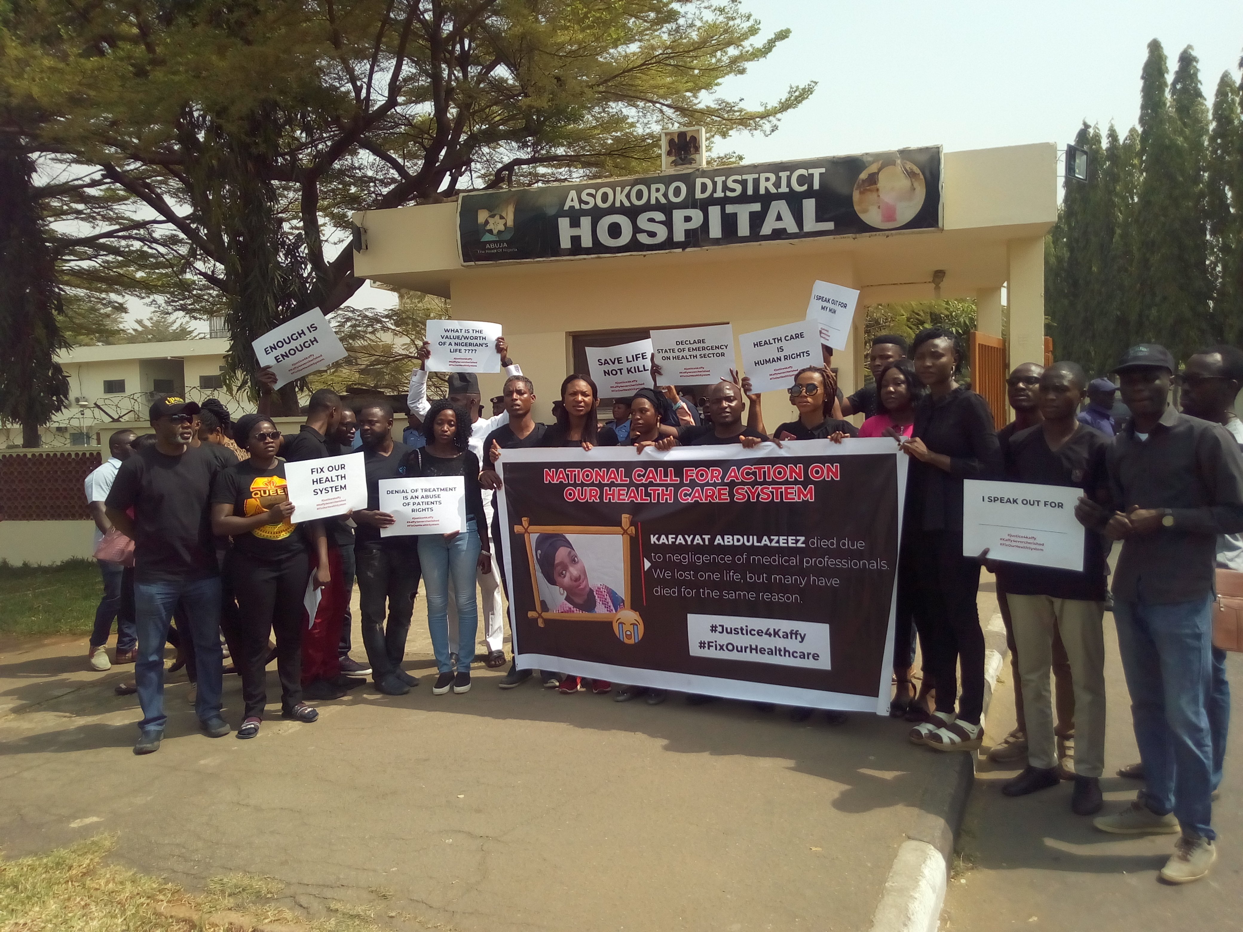 Group Protest Negligent, Apathy Of Asokoro Hospital Staff's